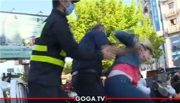დაპირისპირება ხალხსა და პოლიციას შორის - ხმაურიანი აქცია ბათუმში